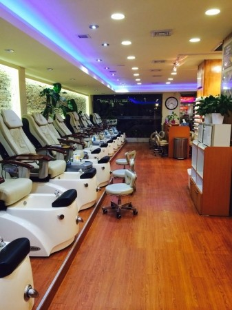 Slide image 1 of 1 for qq-nail-and-spa-21st-street
