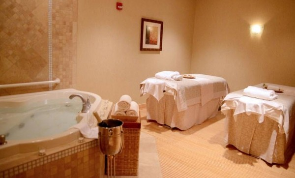 Spa Botanica at Embassy Suites couples room 2