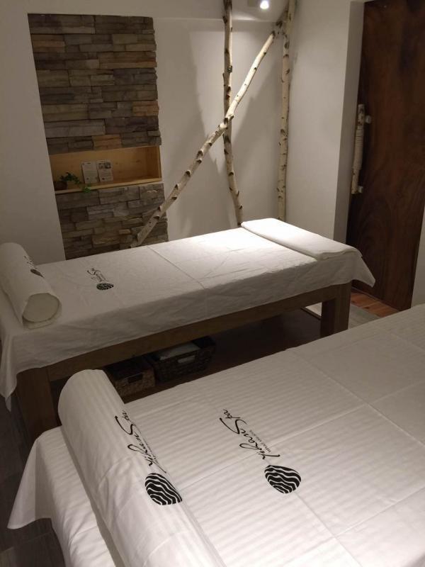 Slide image 8 of 9 for yihan-spa
